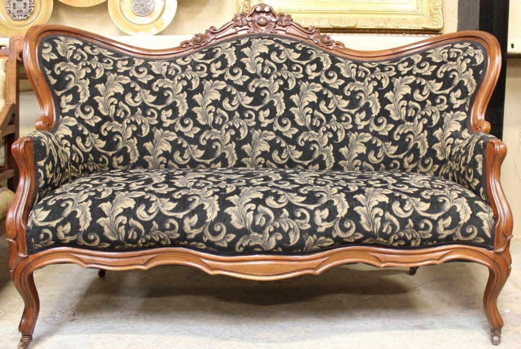 Heritage Furniture Victorian Loveseat Settee